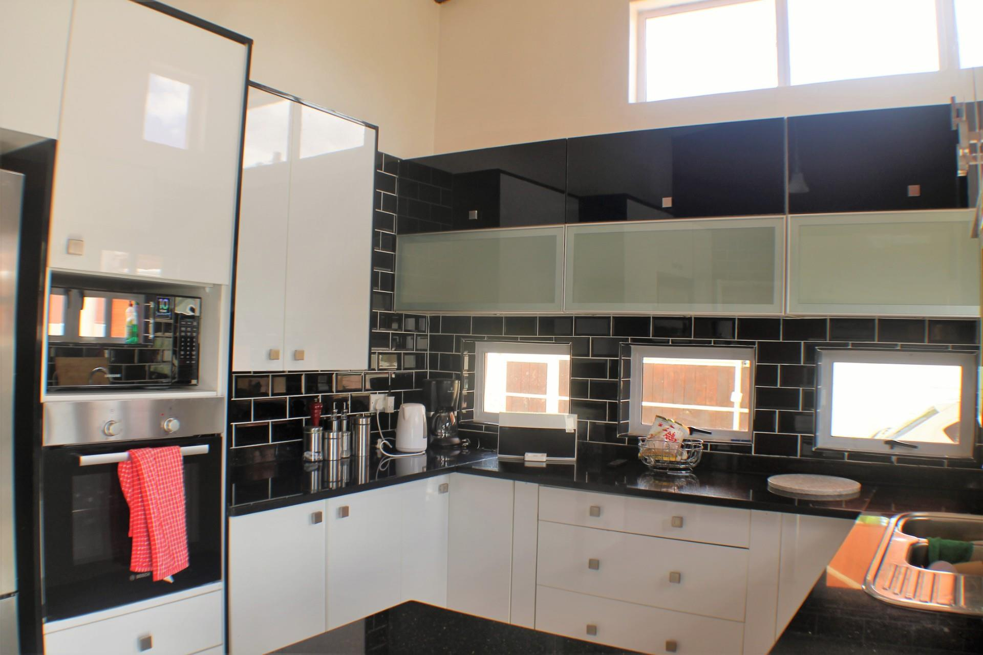3 Bedroom House For Sale in Block 8
