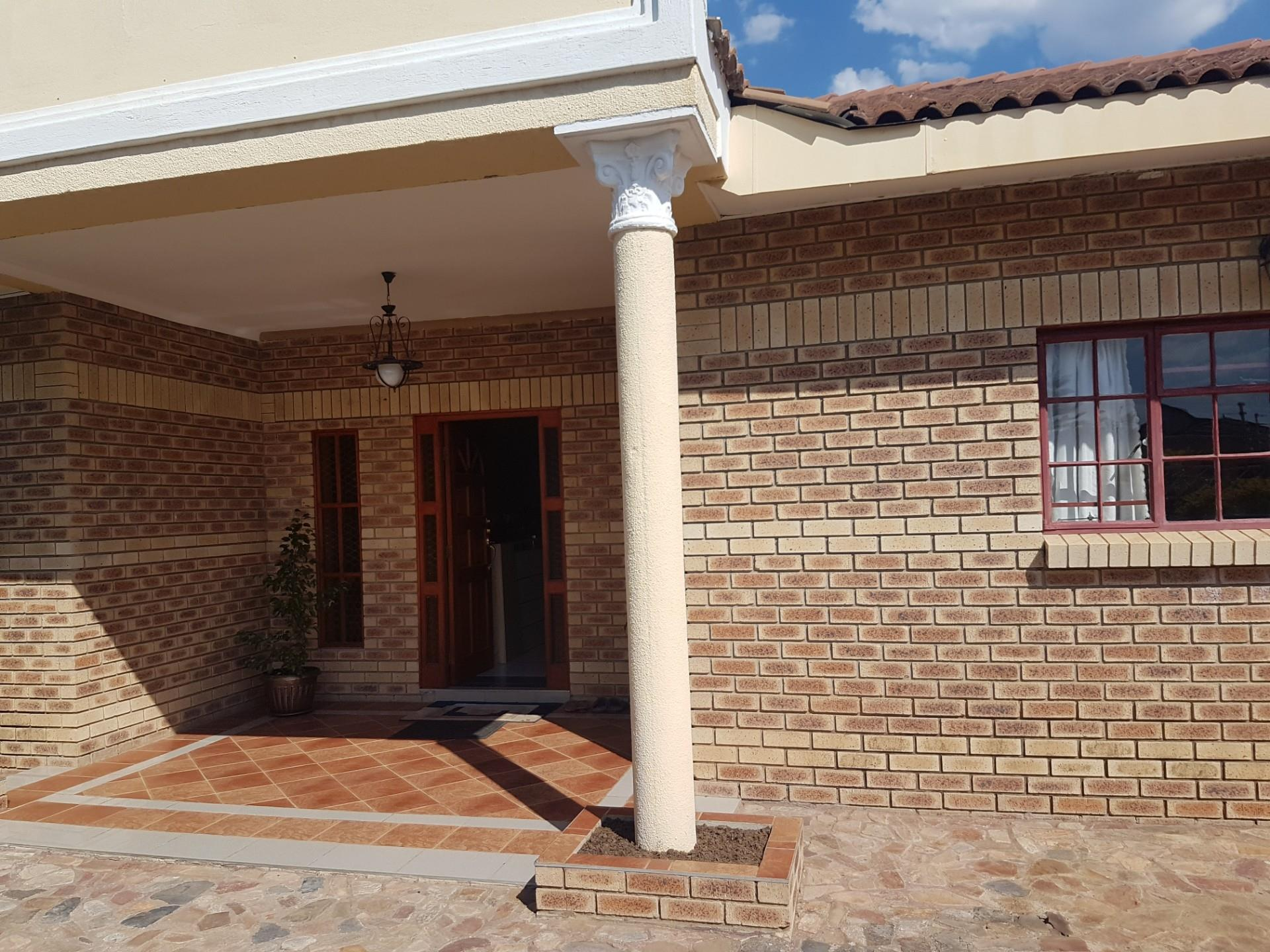 5 Bedroom House For Sale in Block 8