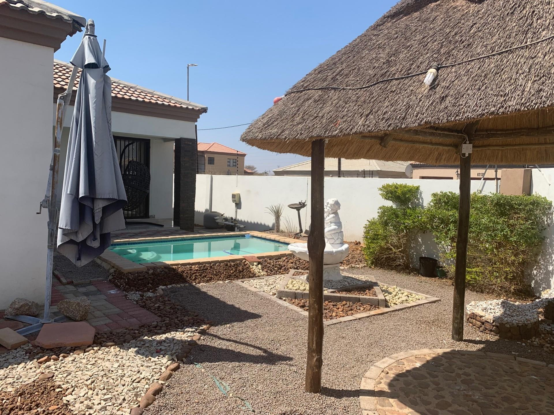 3 Bedroom House For Sale in Tsholofelo East