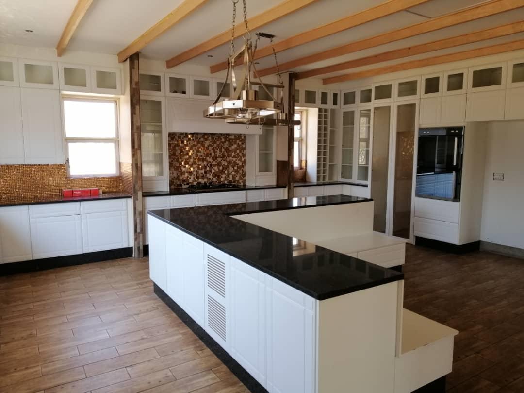 5 Bedroom House For Sale in Phakalane