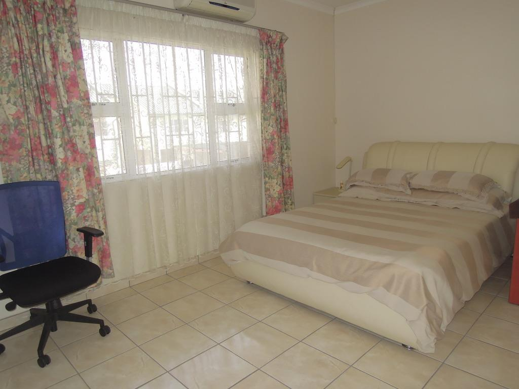 3 Bedroom Town house For Sale in Block 5
