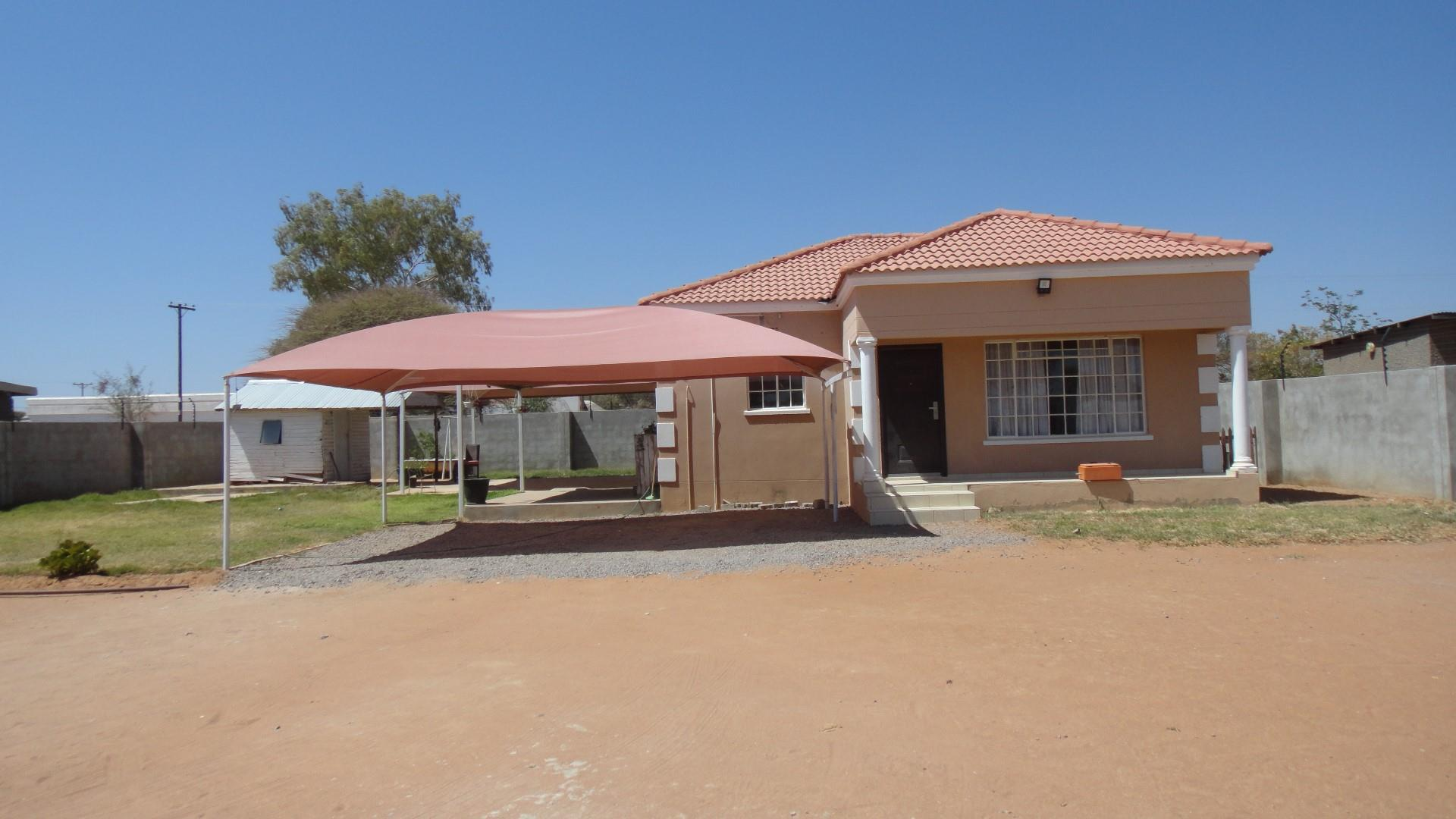 2 Bedroom House For Sale in Metsimotlhaba Central