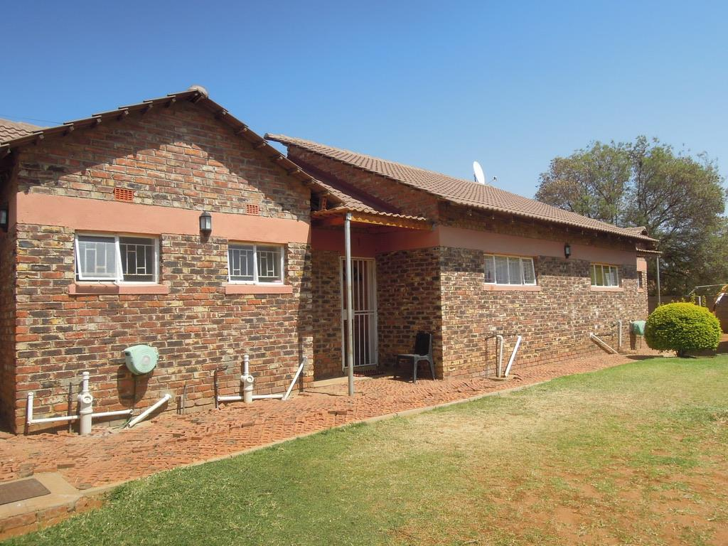 2 Bedroom Apartment / Flat For Sale in Tlokweng Central
