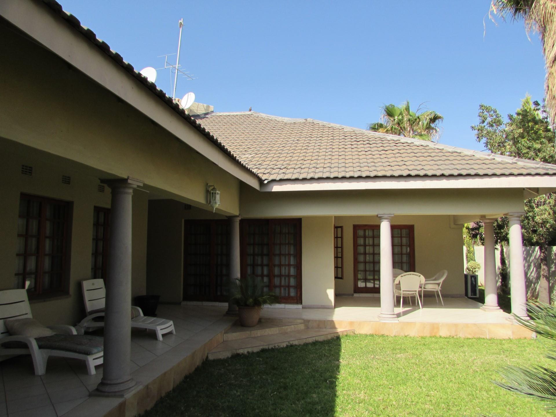 4 Bedroom House To Rent in Block 8