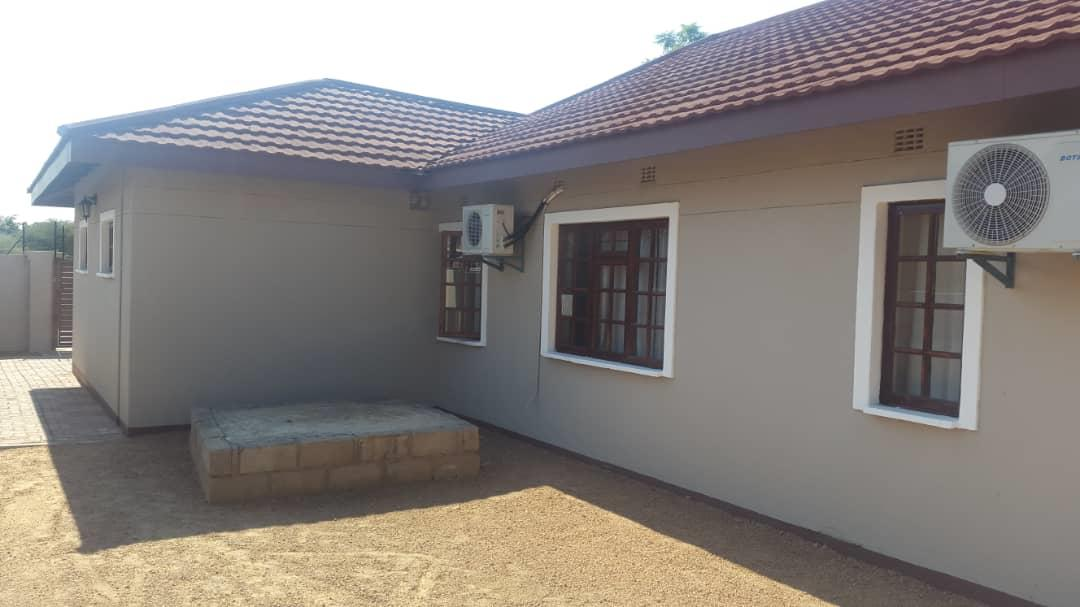 3 Bedroom House For Sale in Block 7