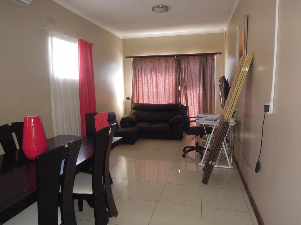 3 Bedroom House To Rent in Block 7