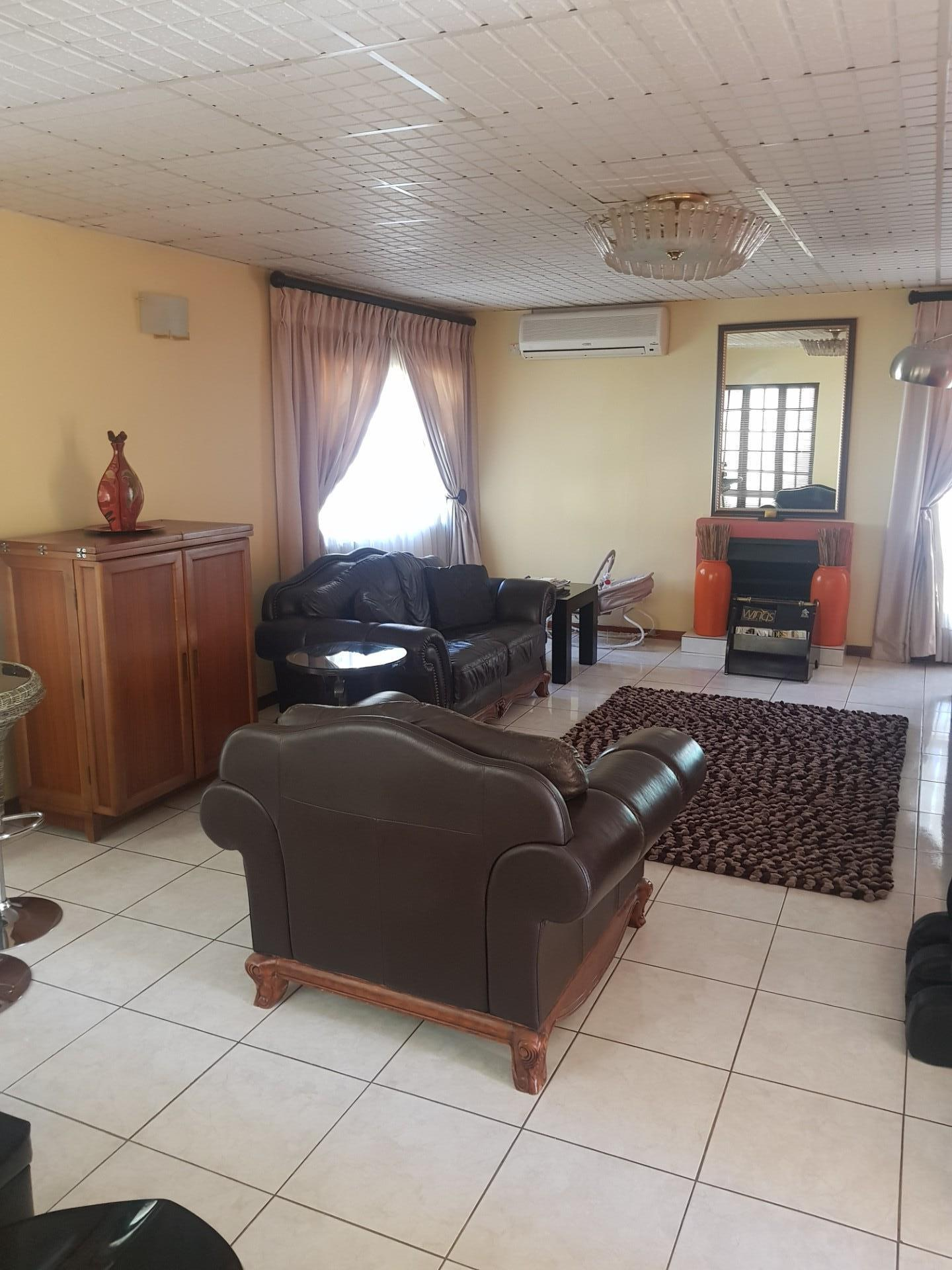 4 Bedroom House For Sale in Block 6