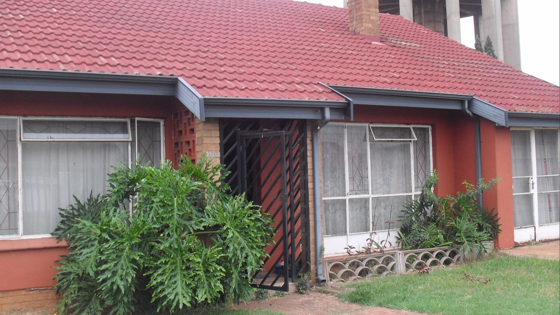 4 Bedroom House In Leondale Re Max