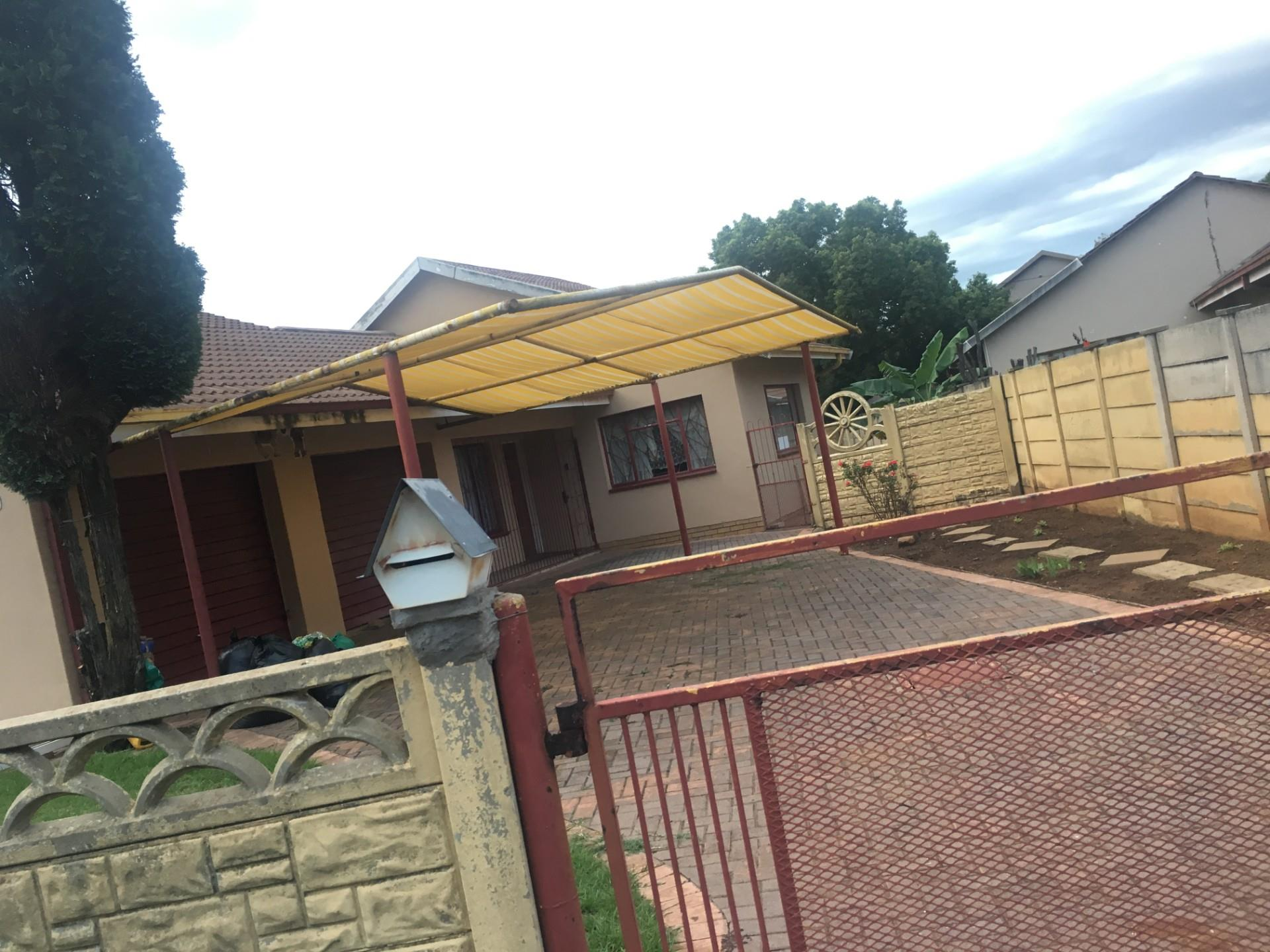 4 Bedroom House For Sale in Unitas Park