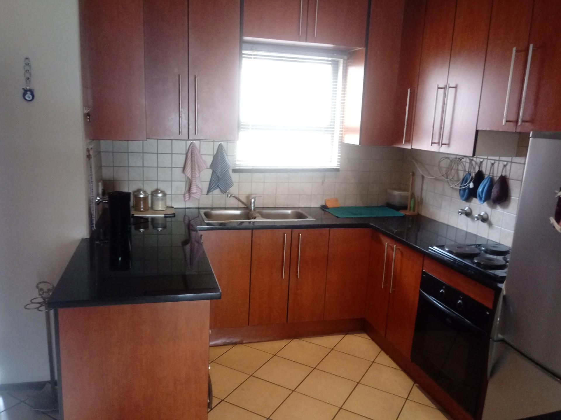 2 Bedroom Simplex For Sale in Sunnyrock