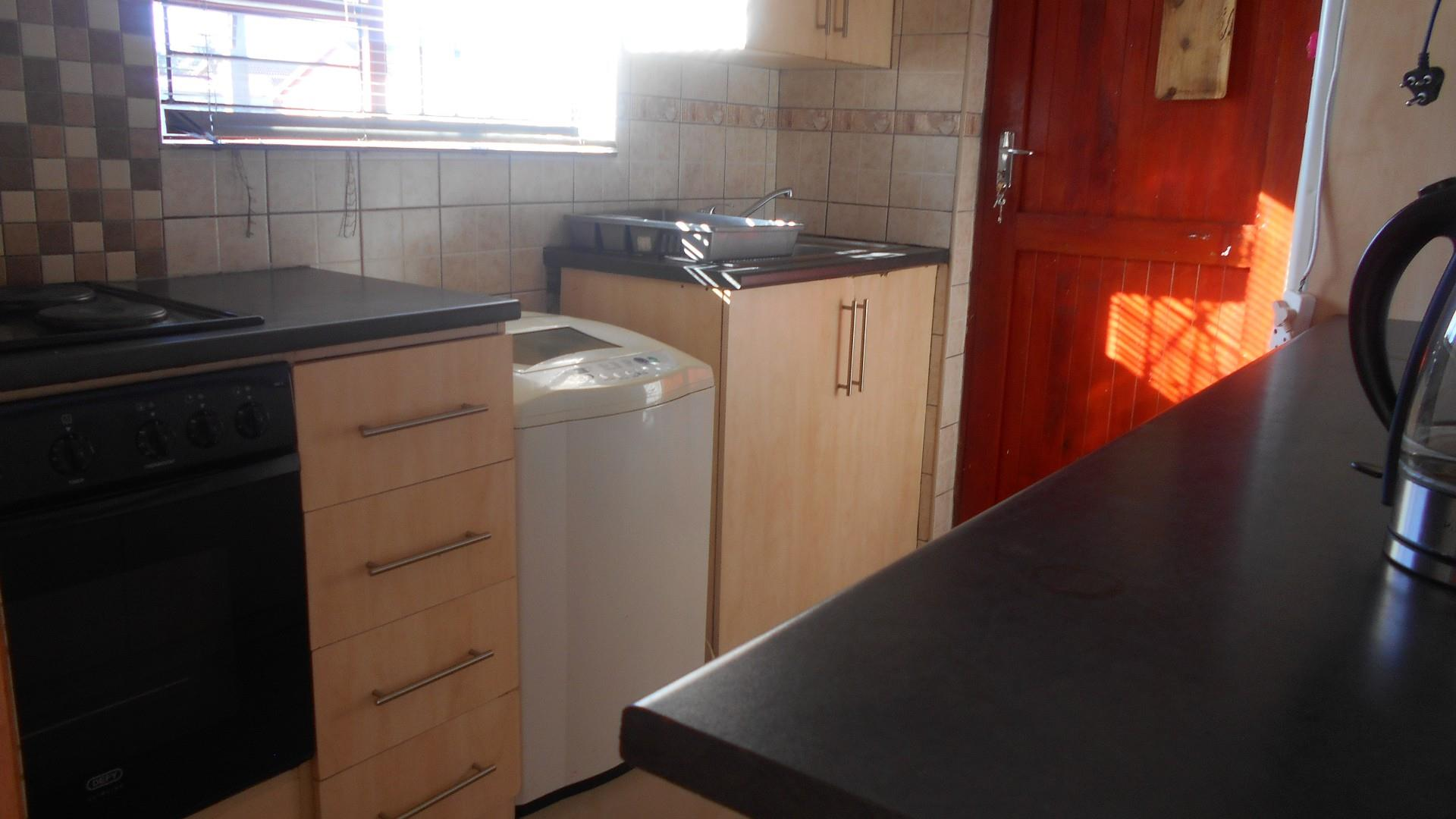 3 Bedroom House To Rent in Camelot