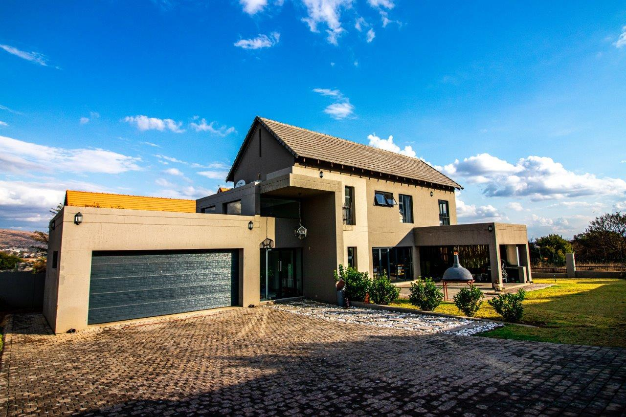 3 Bedroom House For Sale in Leloko Lifestyle & Eco Estate