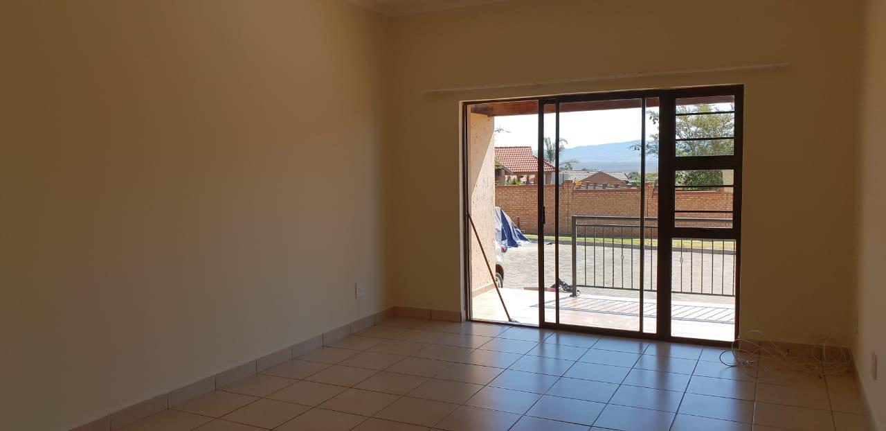 3 Bedroom Simplex For Sale in Lydenburg