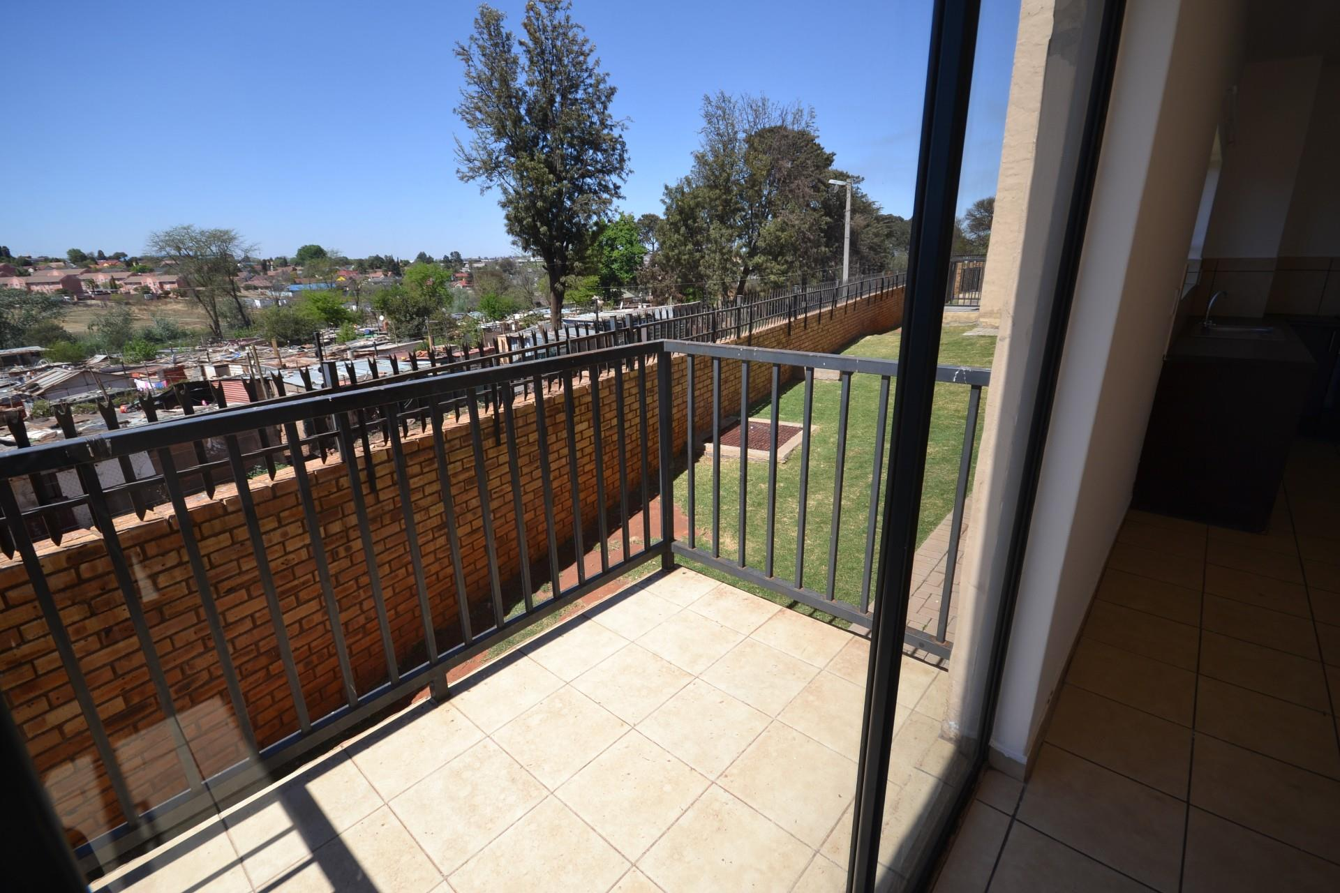 2 Bedroom Apartment / Flat To Rent in Roodepoort