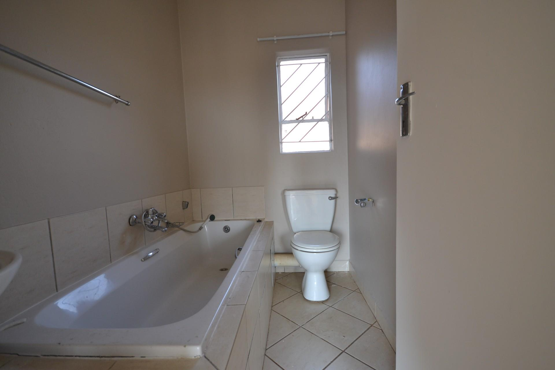 2 Bedroom Apartment / Flat To Rent in Protea Glen