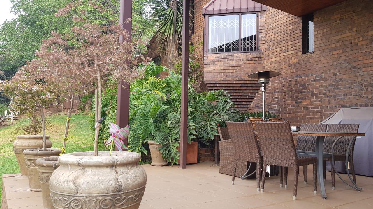 4 Bedroom House For Sale in Glenvista