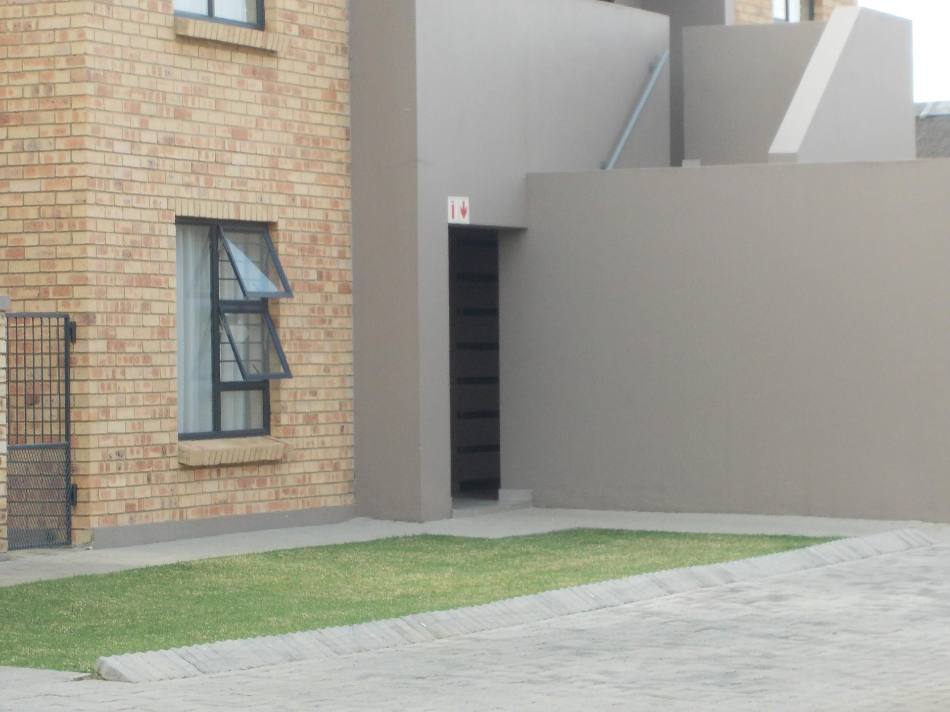 2 Bedroom Townhouse To Rent in New Market