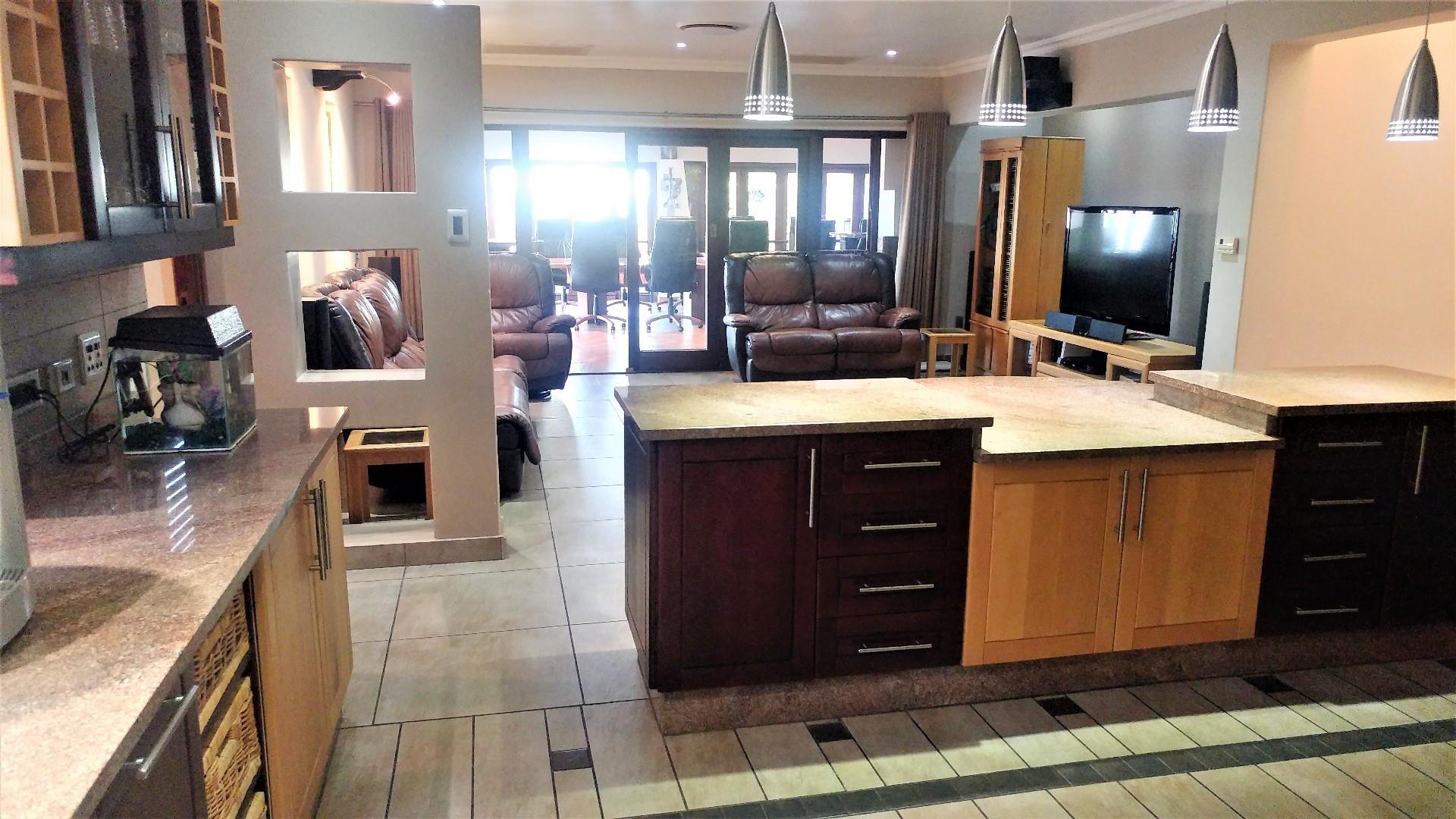 5 Bedroom House For Sale in Shandon Estate
