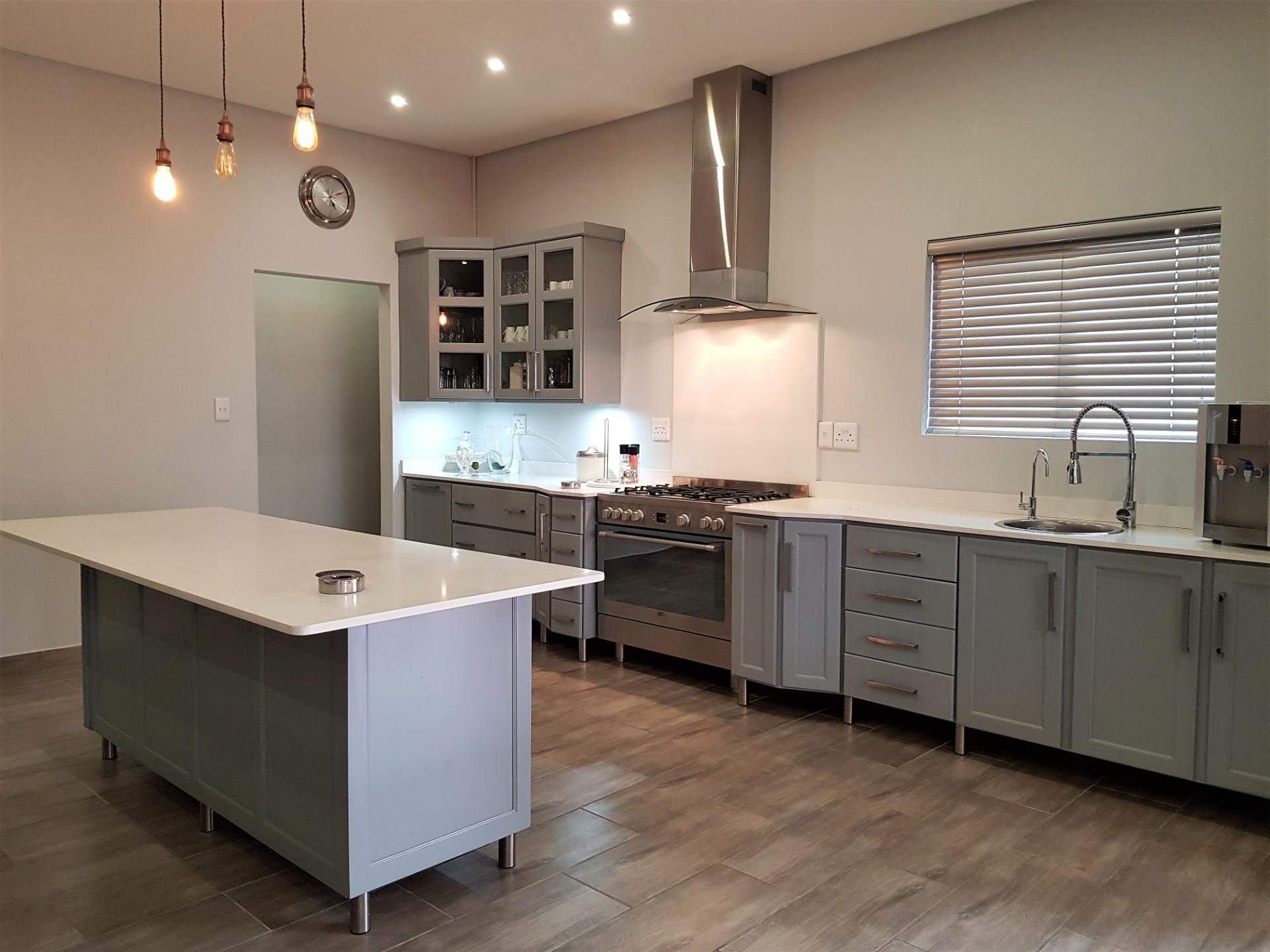 3 Bedroom House For Sale in Sonheuwel