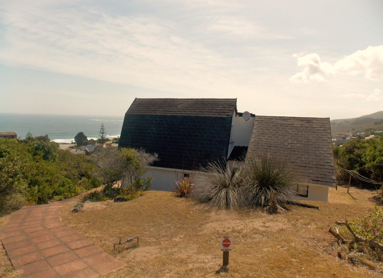 3 Bedroom House To Rent in Brenton On Sea