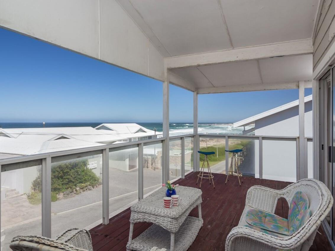 5 Bedroom House For Sale in Buffalo Bay