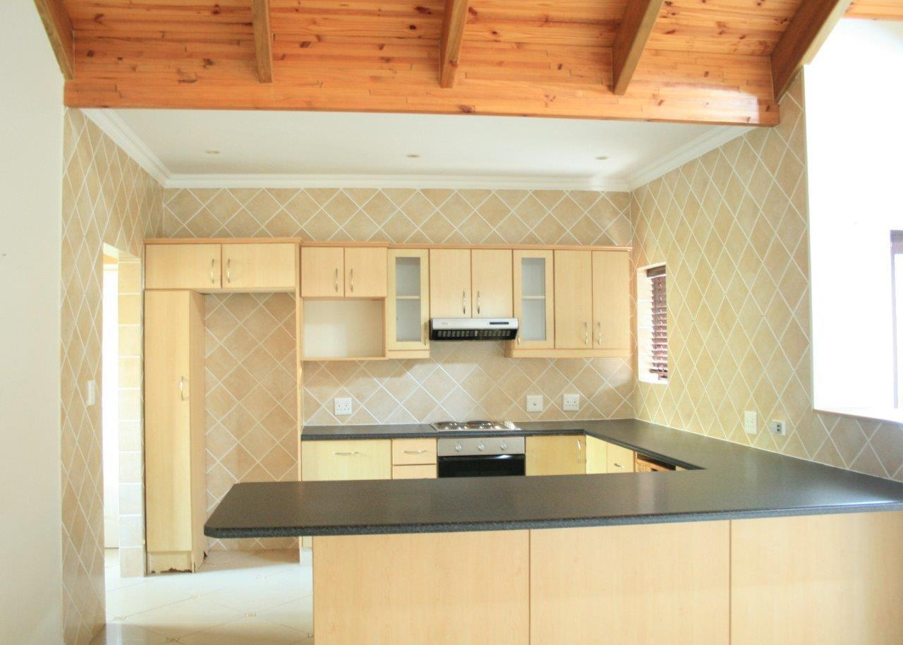 3 Bedroom Townhouse To Rent in Brenton On Lake