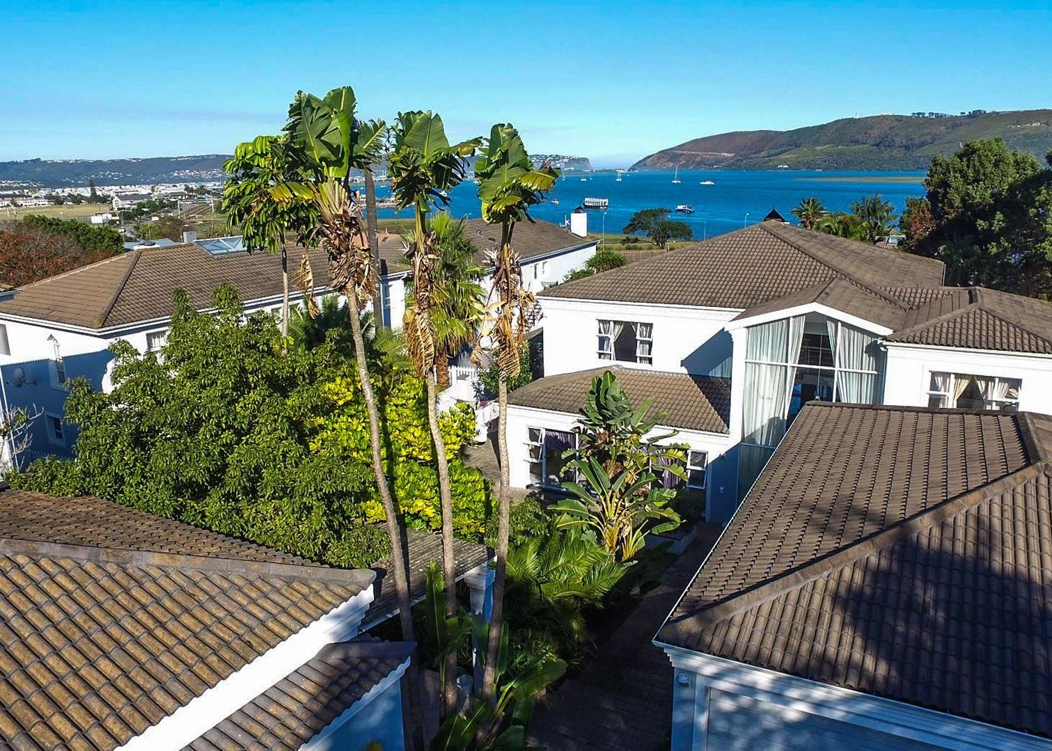 7 Bedroom House For Sale in Paradise