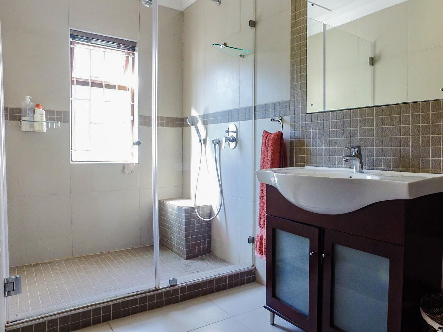 4 Bedroom House For Sale in Old Place