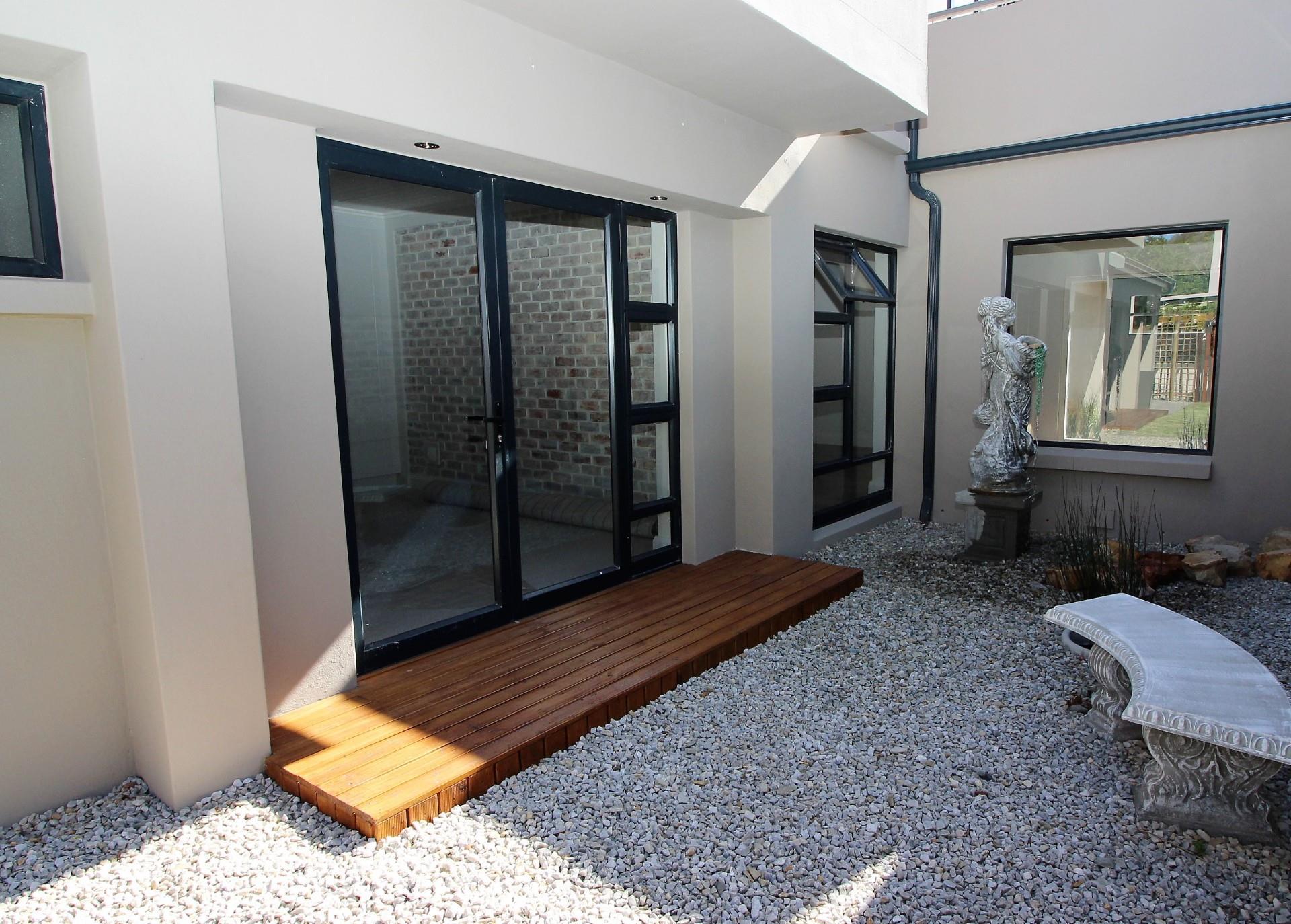 4 Bedroom House For Sale in Phantom Village