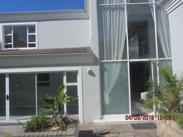 5 Bedroom House To Rent in Paradise