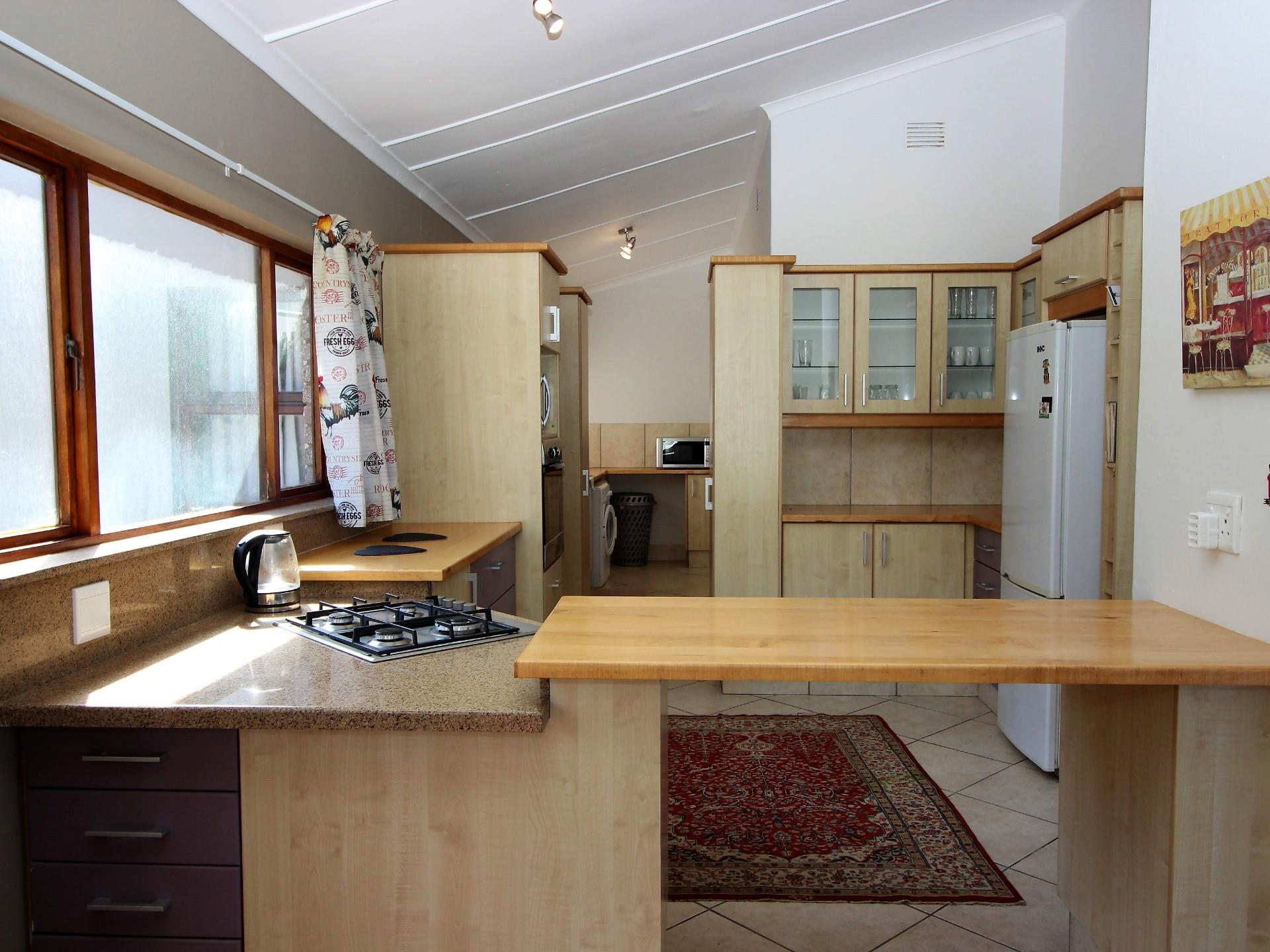 6 Bedroom House For Sale in Brenton On Sea