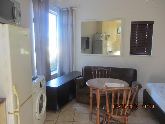 Bachelor Flat in Knysna Central To Rent