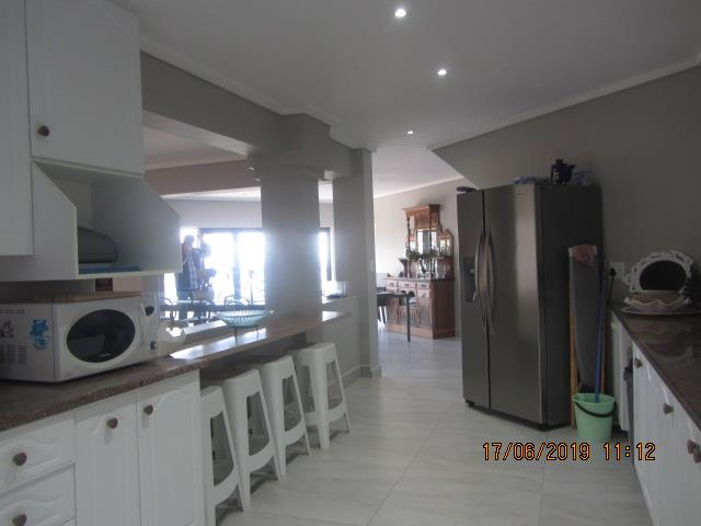3 Bedroom Apartment To Rent in Brenton On Sea