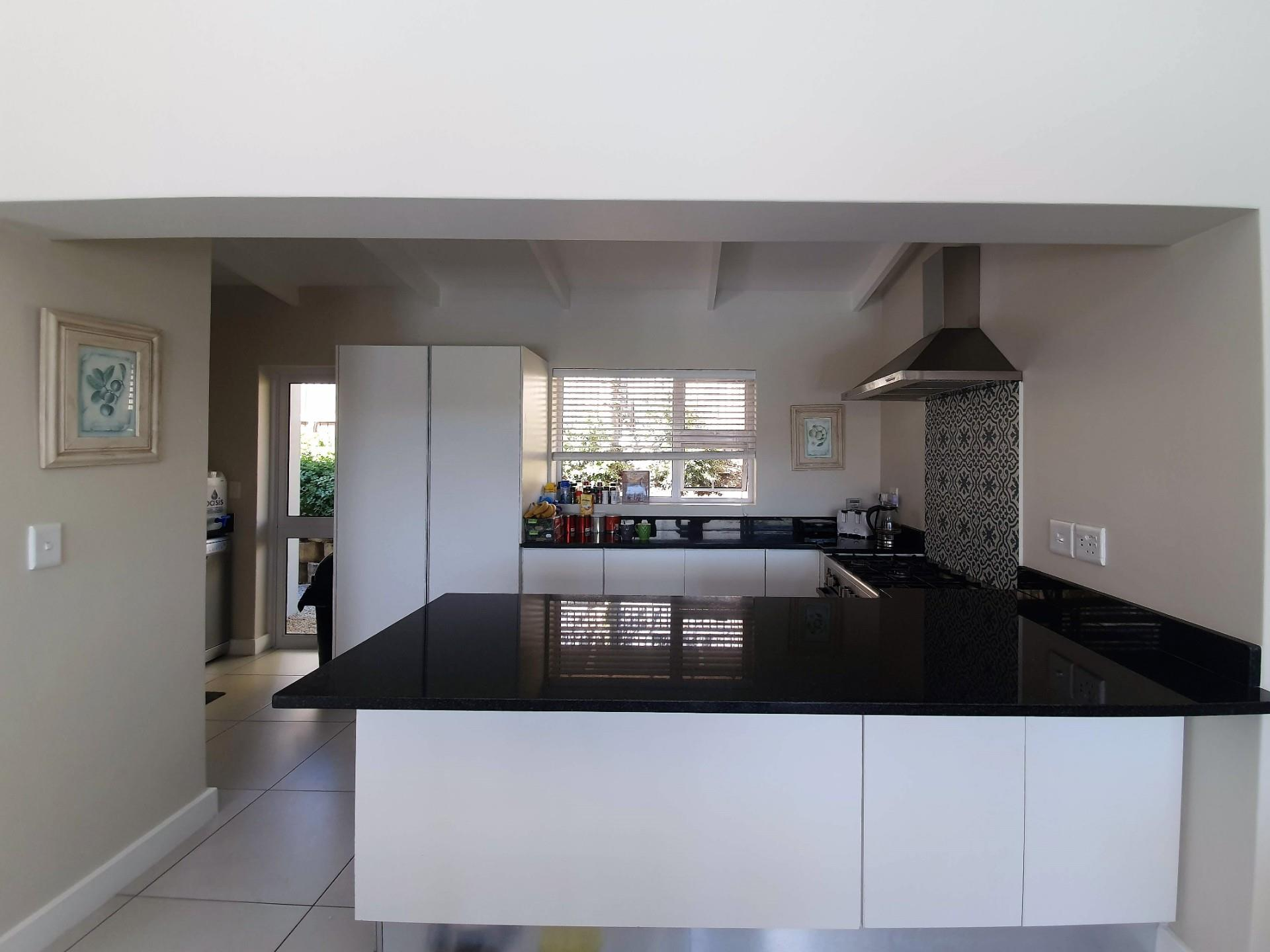 3 Bedroom House For Sale in Knysna Heights