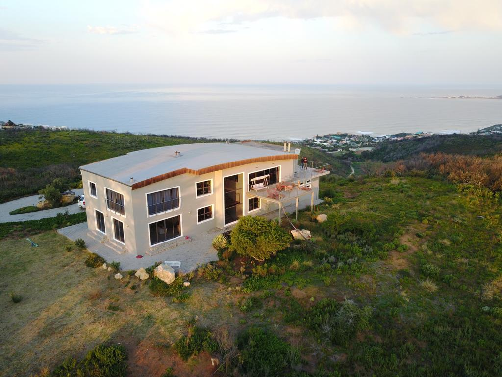 7 Bedroom House For Sale in Uitzicht