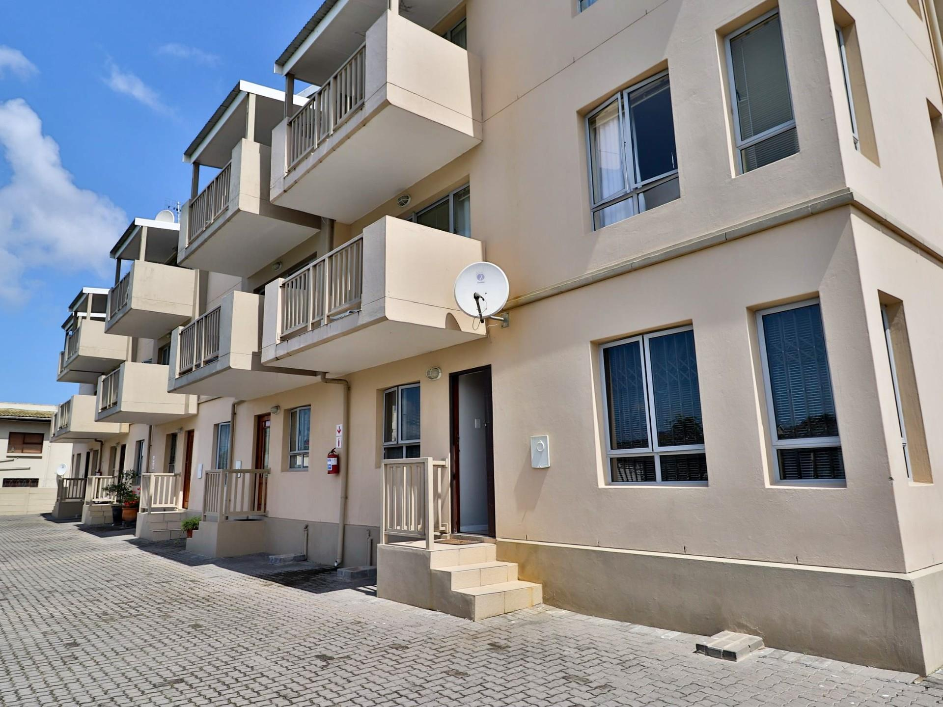 2 Bedroom Apartment For Sale in Knysna Central