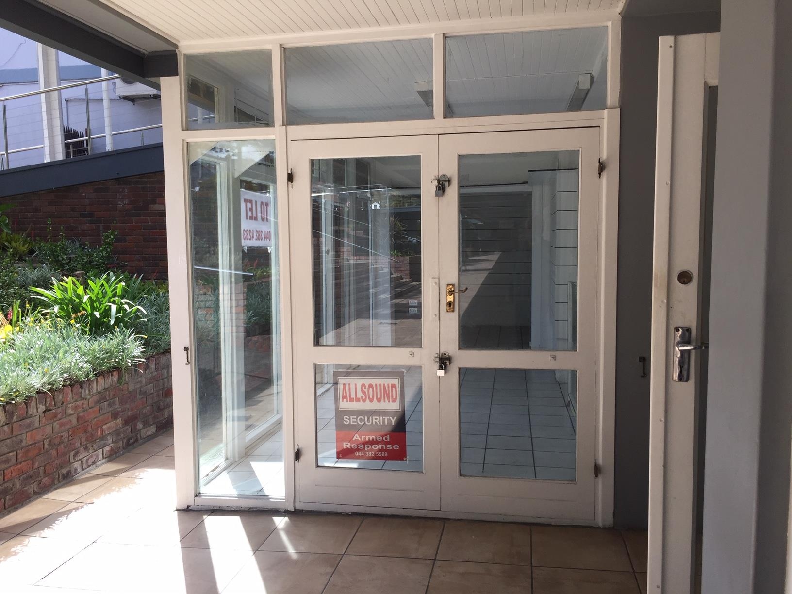Retail in Knysna Central To Rent