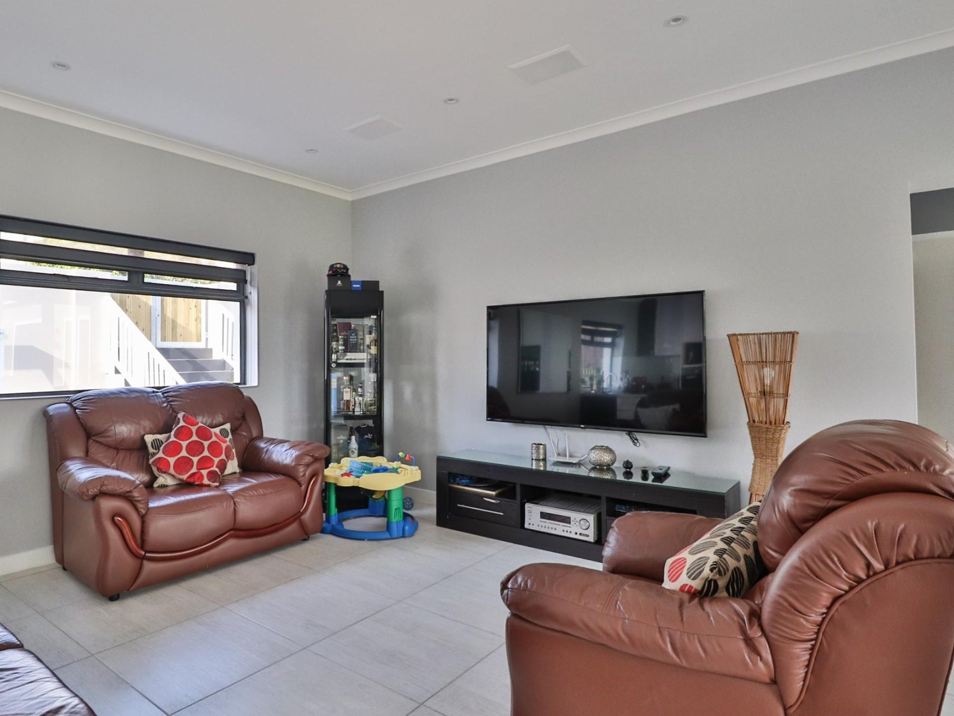 4 Bedroom House For Sale in Knysna Heights