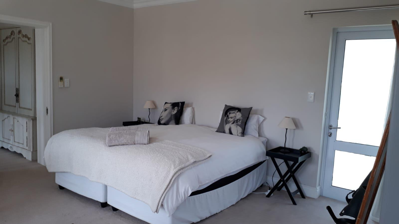 4 Bedroom House To Rent in Thesen Island