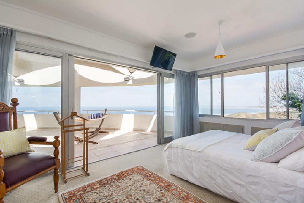 5 Bedroom House To Rent in Brenton On Sea