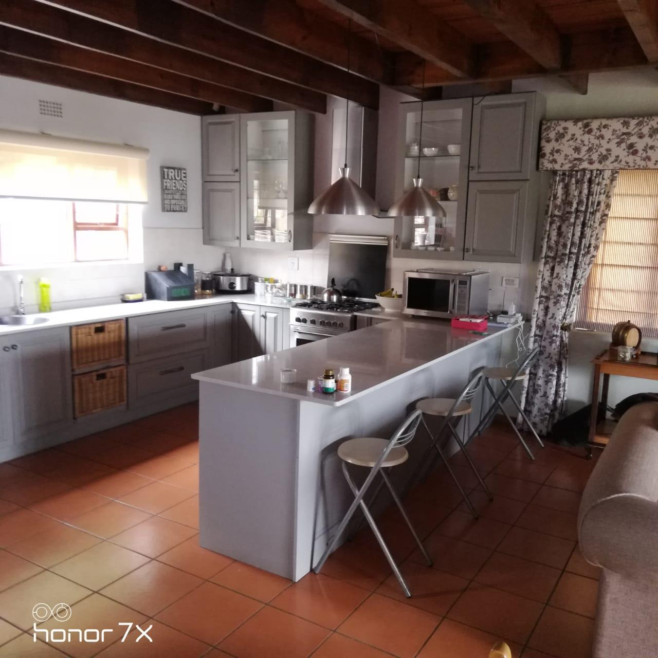 6 Bedroom House To Rent in Knysna Heights