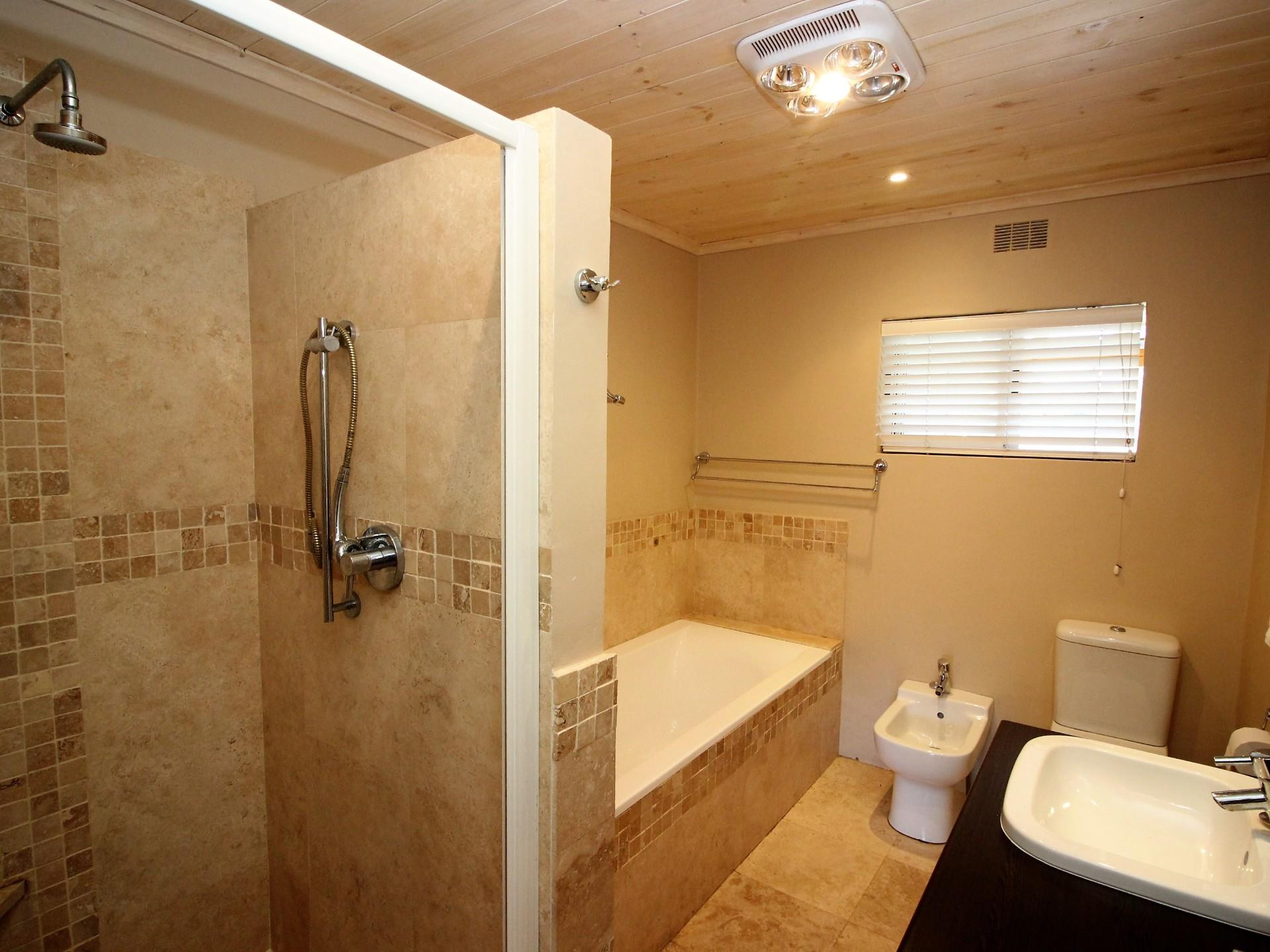 4 Bedroom House For Sale in Kingfisher Creek