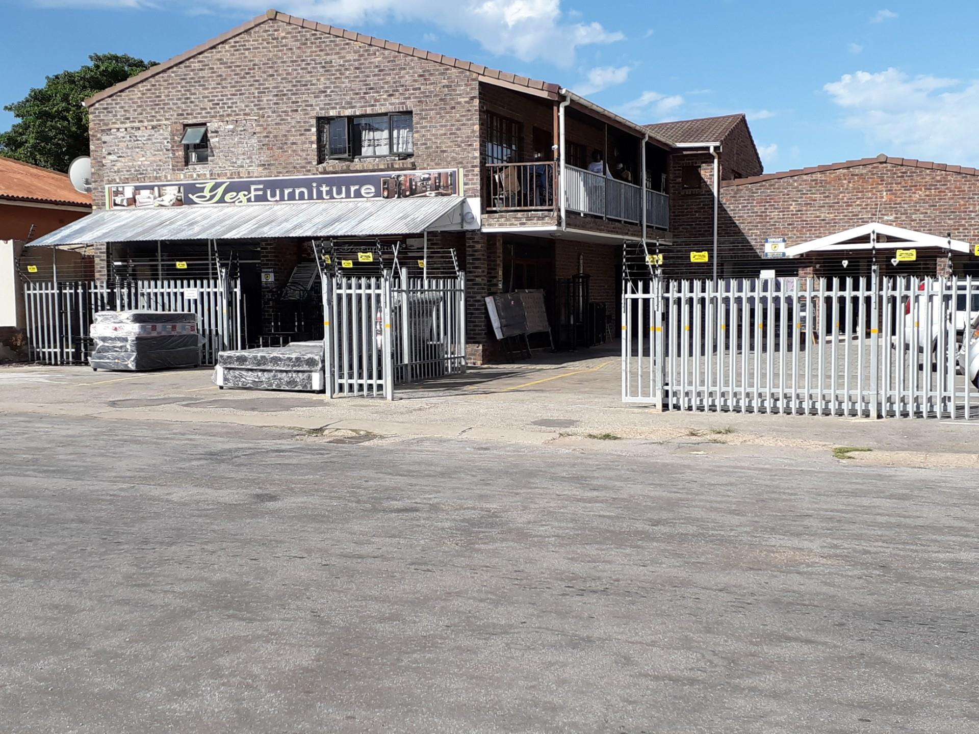 Commercial Property in Jeffreys Bay Central To Rent