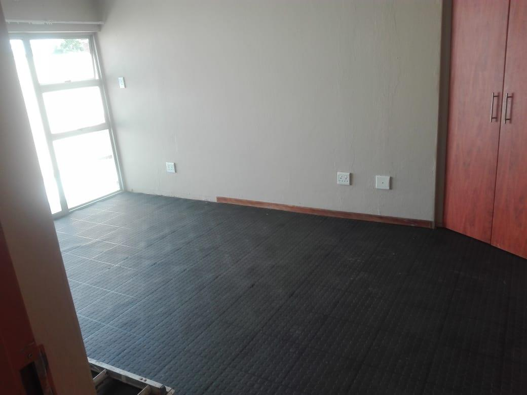 3 Bedroom Apartment / Flat To Rent in Blackheath