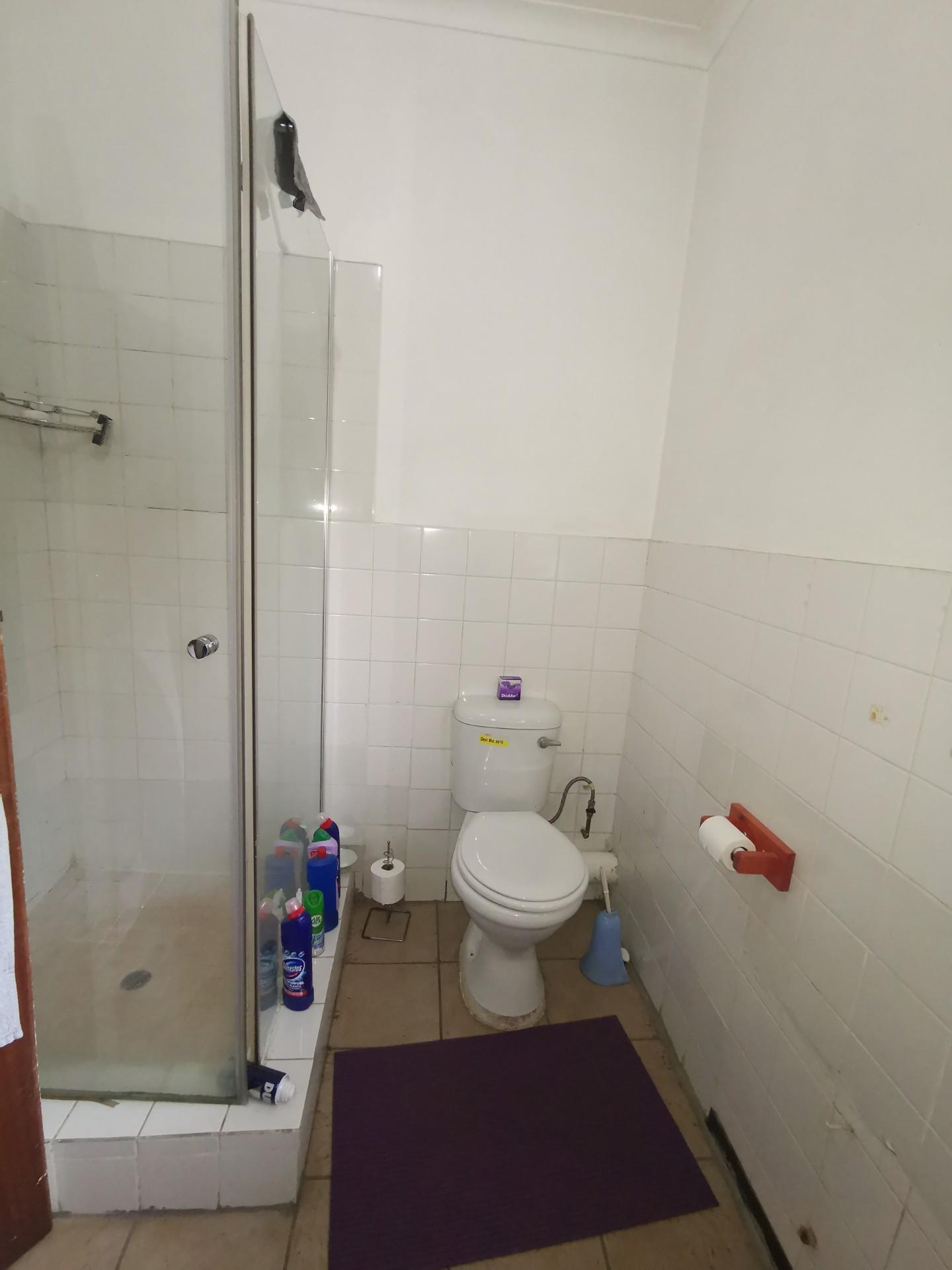 6 Bedroom House For Sale in Kriel