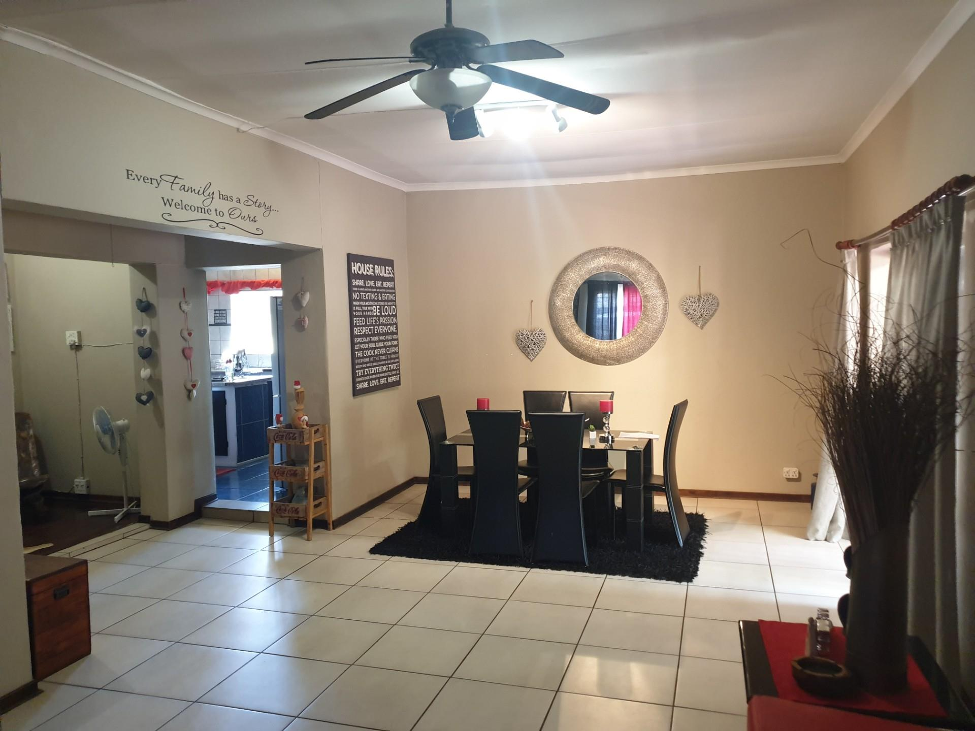 3 Bedroom House For Sale in Mountain View