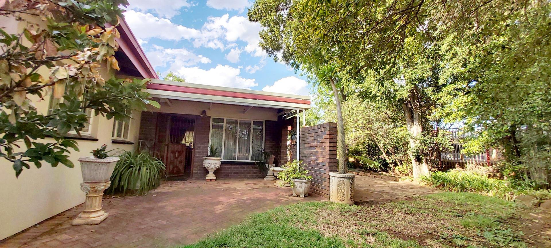 3 Bedroom House For Sale in Roseville