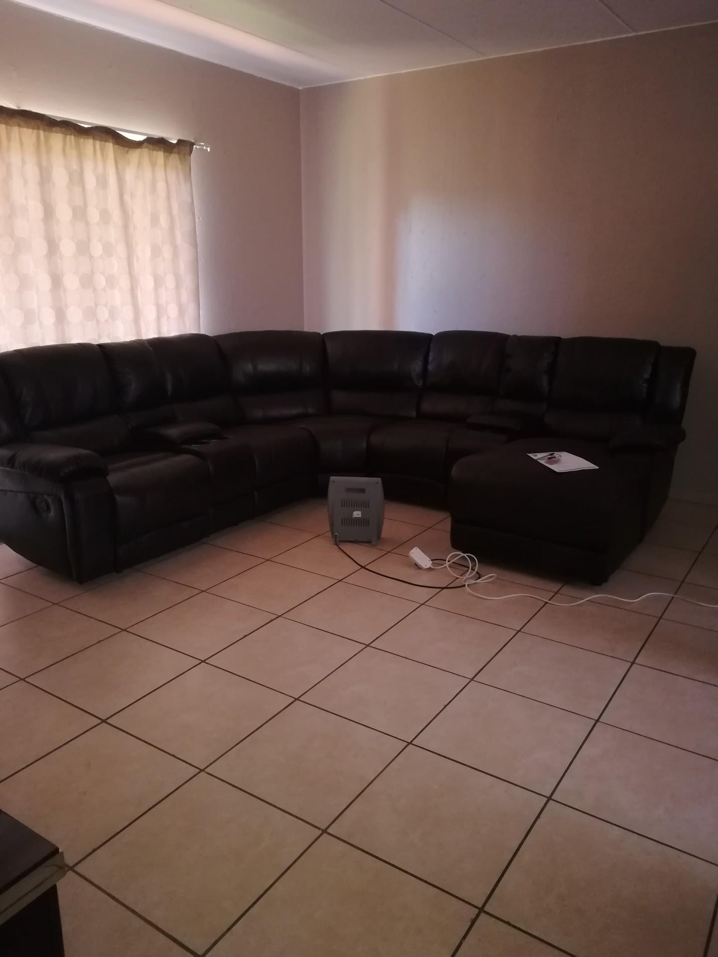 2 Bedroom Apartment / Flat To Rent in Helikonpark