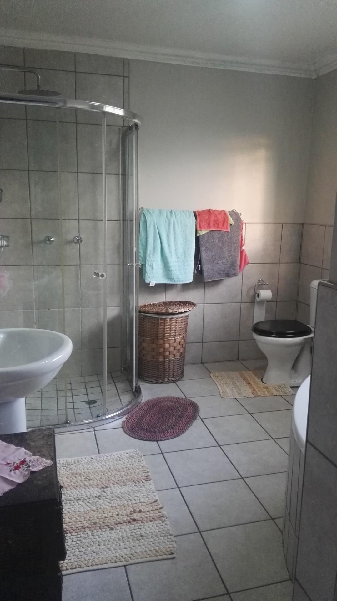 4 Bedroom House To Rent in Greenhills