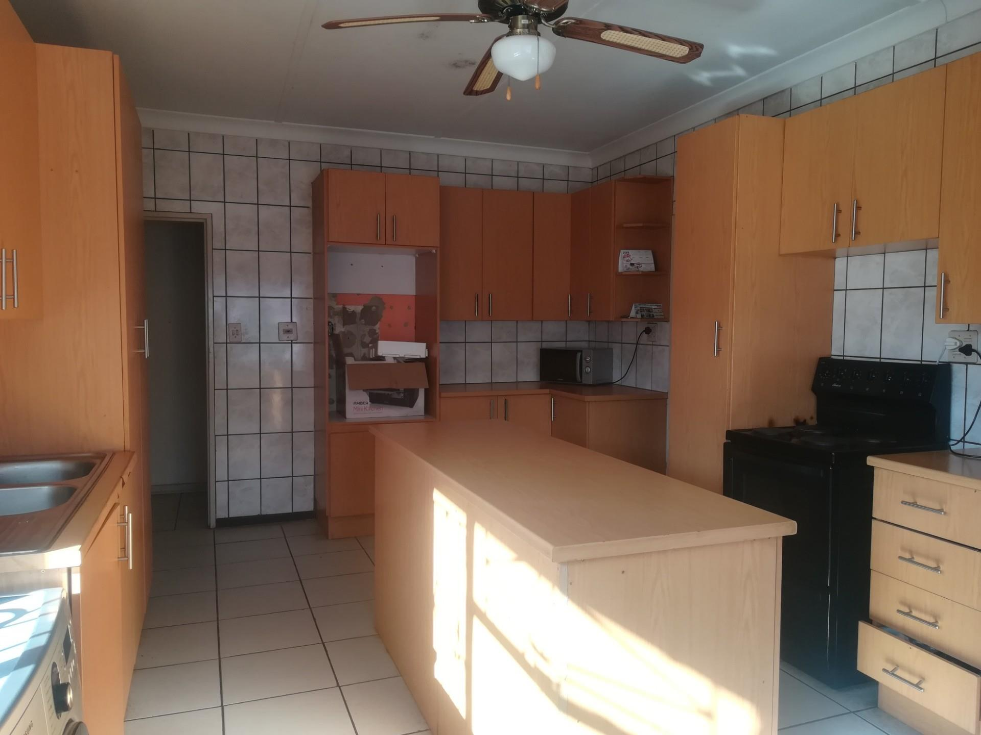 3 Bedroom House To Rent in Randgate